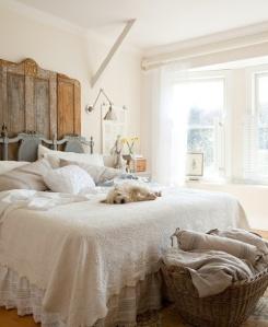 45-Cozy-Rustic-Bedroom-Design-Ideas-with-white-bed-pillow-blanket-rattan-basket-window-lamp-nightstand-carpet-and-hardwood-floor-flower