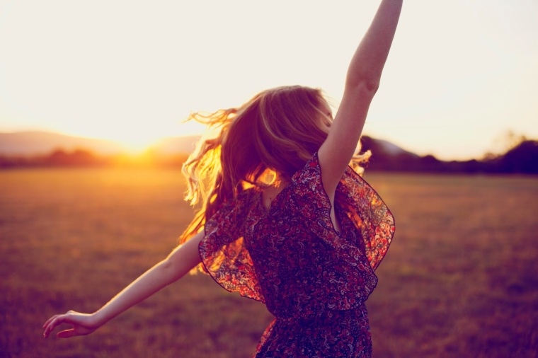 dancing woman sunset sunshine happiness prezent moment now