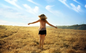 girl_enjoy_summer_fields-wide