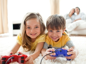 children-playing-videogames