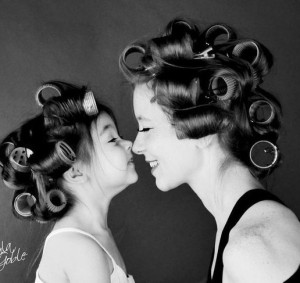 nose-to-nose-mother-daughter-photo-idea-516x487