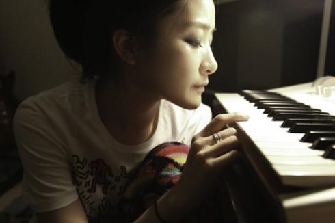 pixietea-playing-piano