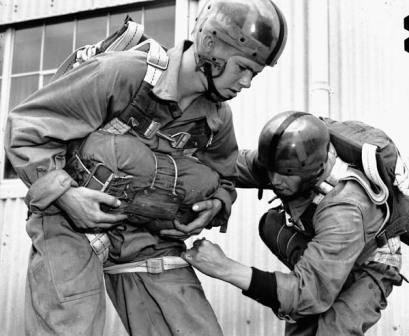 1st_Can_Para_Bn_training_at_Fort_Benning_Georgia_8_Mar_1943._MIKAN_No._3563337